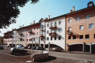 """Centro Direzionale di Tolmezzo - Blocco """"A2"""" - Scorcio prospetto est"""